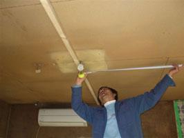 キッチン吹きつけの天井大工さんによる